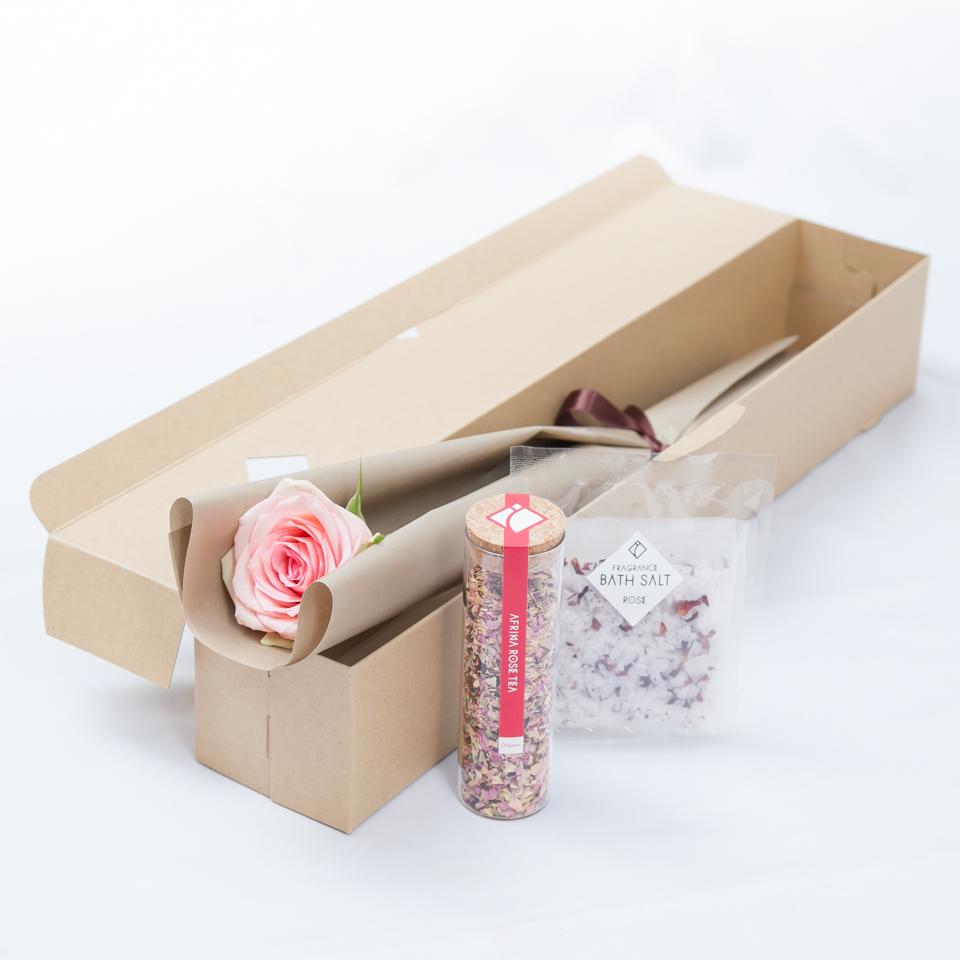 バラとバスソルトとローズティのセットの商品画像